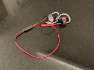 Vanhat Powerbeats2 langattomat nappikuulokkeet käyttöön